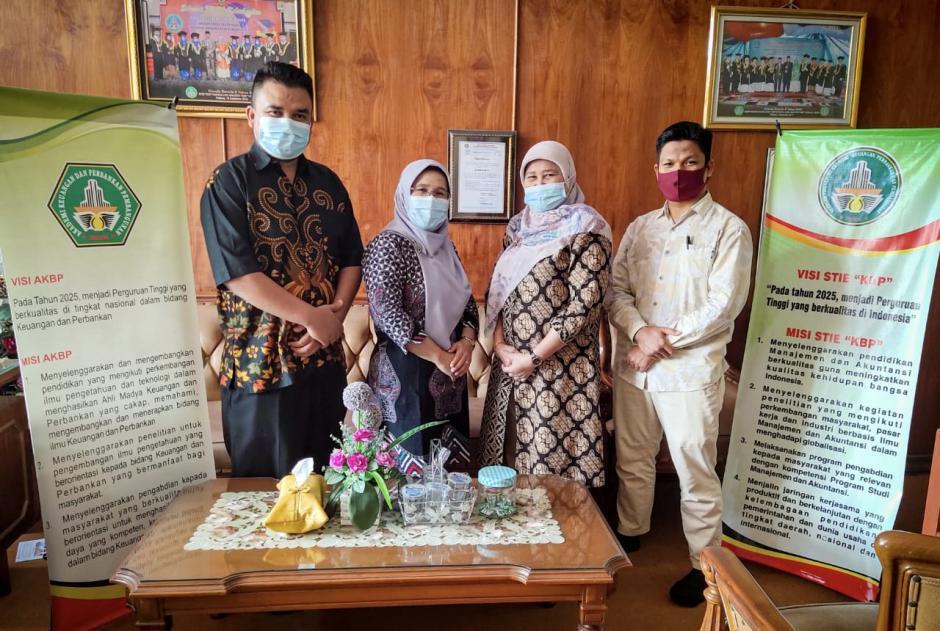 AKBP- STIE KBP Padang Berikan Beasiswa Bidik Misi